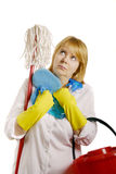 Frau mit Reinigungshilfsmitteln Lizenzfreie Stockfotos