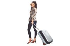Frau mit Reisenbeutel stockfotos