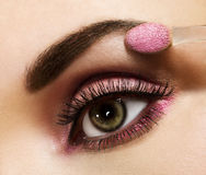 Frau mit rosafarbener Verfassung stockfoto