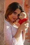 Frau mit Rosen Stockfoto
