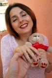 Frau mit Rosen Unerwartetes Geschenk Stockfotos