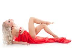 Frau mit rotem Gewebe auf einem Weiß Lizenzfreie Stockfotografie