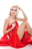Frau mit rotem Gewebe auf einem Weiß Stockfotografie