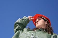 Frau mit rotem Sturzhelm Stockfoto
