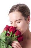 Frau mit roten Rosen Lizenzfreie Stockfotos