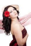 Frau mit roter Blume stockfotografie