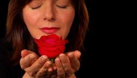 Frau mit roter Rose Stockfotos