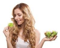Frau mit Salat Lizenzfreies Stockfoto