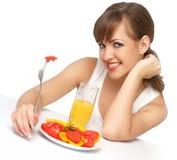 Frau mit Salat und Saft lizenzfreies stockfoto