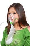 Frau mit Sauerstoffmaske Stockbilder