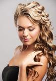 Frau mit schöner Frisur Lizenzfreie Stockbilder