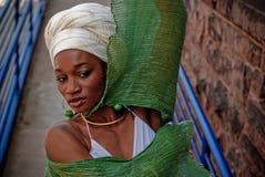 Frau mit Schal 2 Stockbild