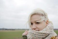 Frau mit Schal Lizenzfreie Stockfotografie