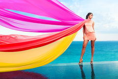 Frau mit Schals Stockfotos