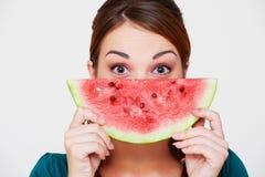 Frau mit Scheibe der Wassermelone Lizenzfreie Stockfotos