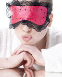 Frau mit Schlafmaske. Lizenzfreies Stockfoto