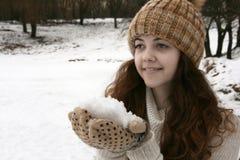 Frau mit Schnee Stockfoto
