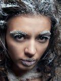 Frau mit Schneeverfassung. Weihnachtsschneekönigin Stockfoto