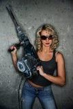 Frau mit schwerem Perforator Lizenzfreies Stockbild