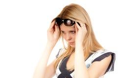 Frau mit Sonnegläsern Lizenzfreie Stockfotografie