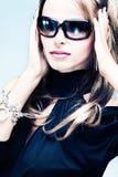 Frau mit Sonnenbrillen Stockfotos