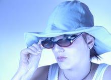 Frau mit Sonnenbrillen Lizenzfreies Stockbild
