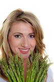 Frau mit Spargel Stockfoto