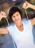 Frau mit springendem Seil stockfotos
