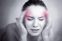 Frau mit starker Migräne Lizenzfreies Stockbild