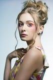 Frau mit stilvollem buntem Make-up Lizenzfreies Stockbild