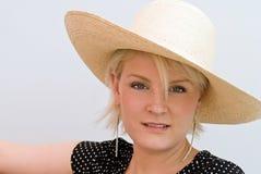 Frau mit subtilem Lächeln Stockfotografie