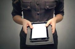 Frau mit Tablet-PC des leeren Bildschirms stockbild
