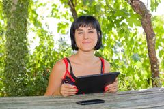 Frau mit Tablette Stockfotos