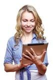 Frau mit Tablettecomputer Lizenzfreie Stockfotografie