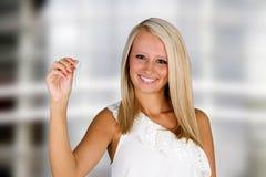 Frau mit Tasten Stockfotografie