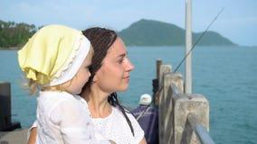 Frau mit Tochter auf Pier stock video footage