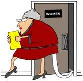 Frau mit Toilettenpapier aus ihrem Kleid heraus Stockbild