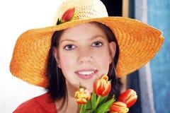Frau mit Tulpen Lizenzfreie Stockfotos