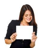 Frau mit unbelegtem Schild Lizenzfreie Stockbilder