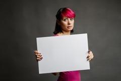 Frau mit unbelegtem Zeichen Stockbild