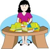 Frau mit unordentlichem Schreibtisch Lizenzfreies Stockfoto