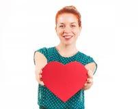 Frau mit Valentinstag-Herzen Stockfoto