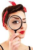 Frau mit Vergrößerungsglas Stockfoto