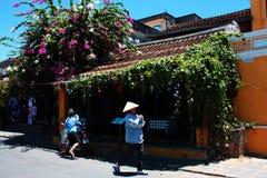 Frau mit vietnamesischem Hut Stockfoto