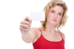 Frau mit Visitenkarte Lizenzfreie Stockfotos