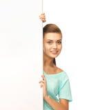 Frau mit weißem leerem Brett Stockfotografie