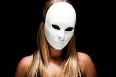 Frau mit weißer Schablone Stockfotos