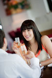 Frau mit Wein lizenzfreies stockfoto