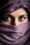 Frau mit yashmac Stockfotografie