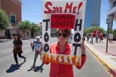 Frau mit Zeichen am Klima März Stockfoto
